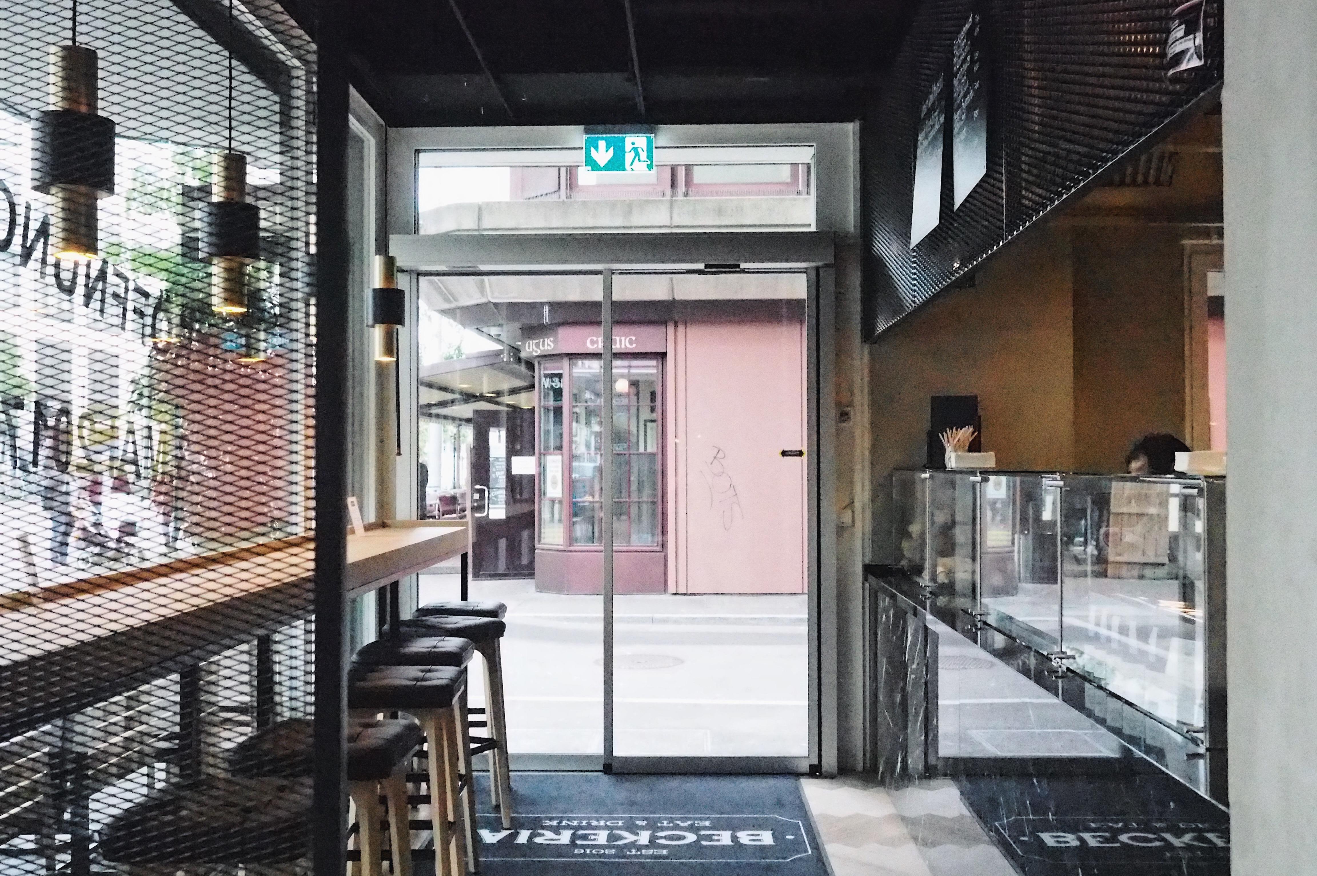 Beckeria Zürich Bäckerei, Café, Drinks, Kuchen und Fast Food bei der Europaallee